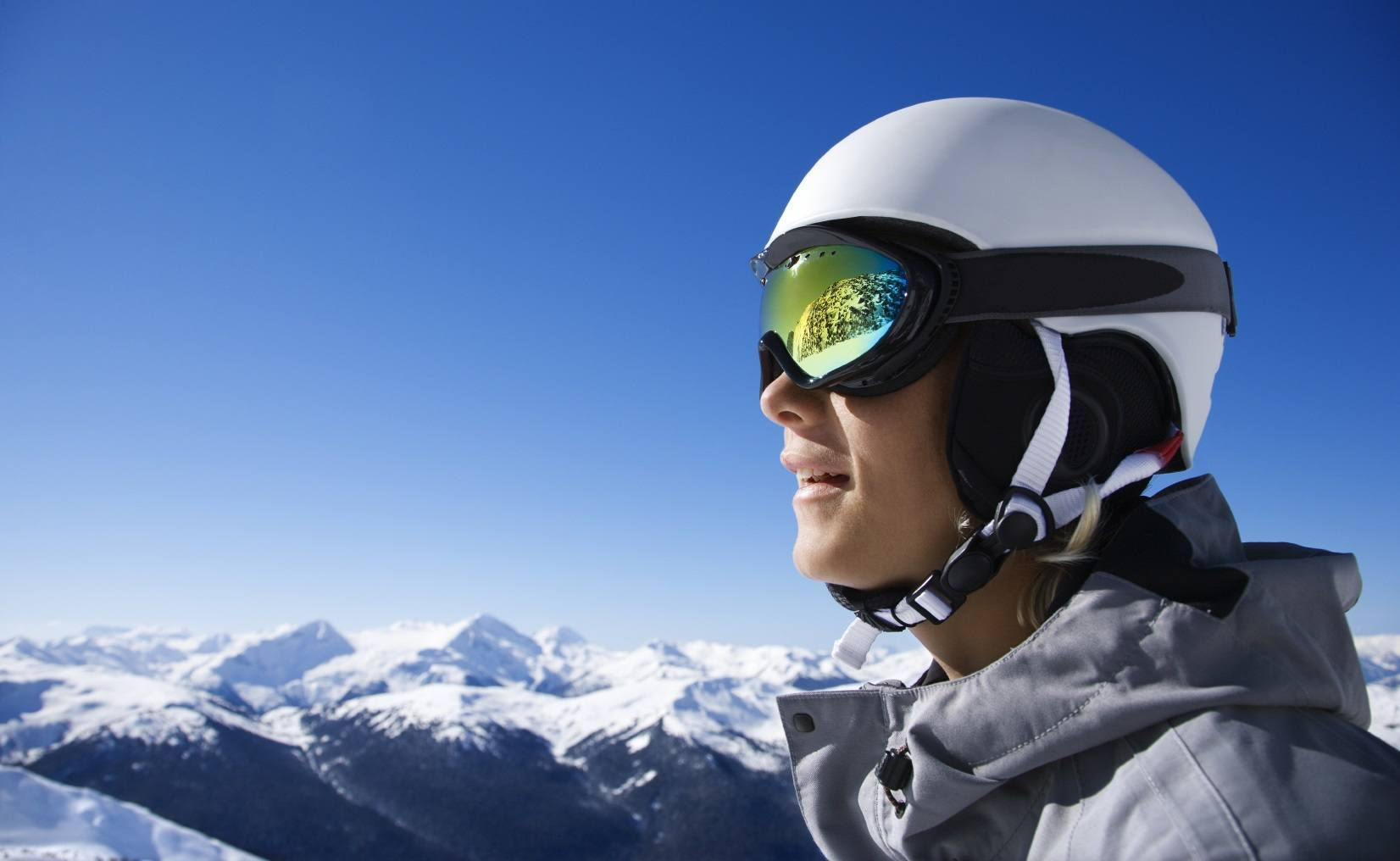 Best Ski Goggles 2016: Swappable Lenses, Anti-Fog, HD Vision, Smart Displays, & More
